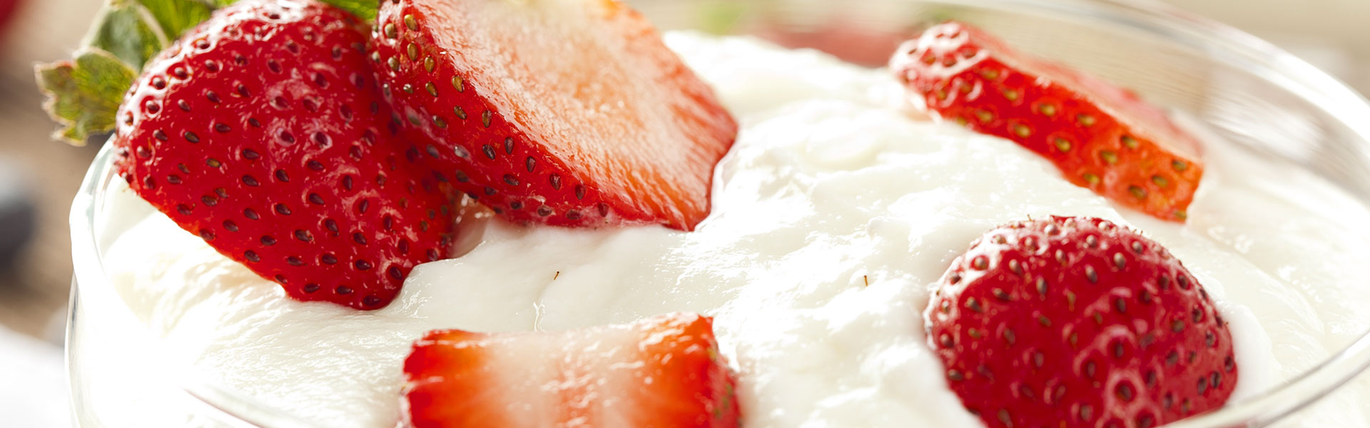 Creamy-Yogurt-with-strawberries
